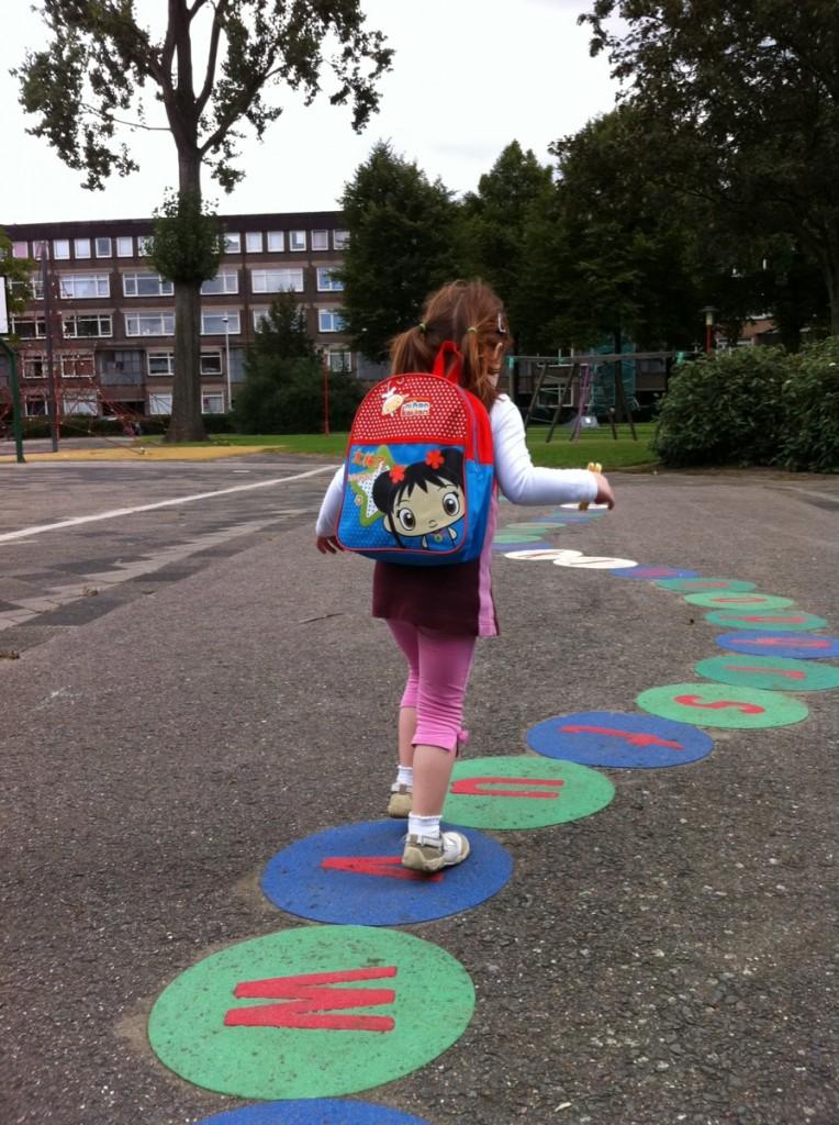 Sara gaat naar school